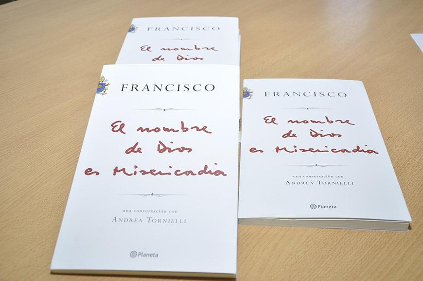 """El martes se presentará el libro """"El nombre de Dios es misericordia"""""""