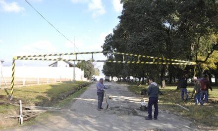 Reparan el limitador de altura colocado en Santa María de Oro