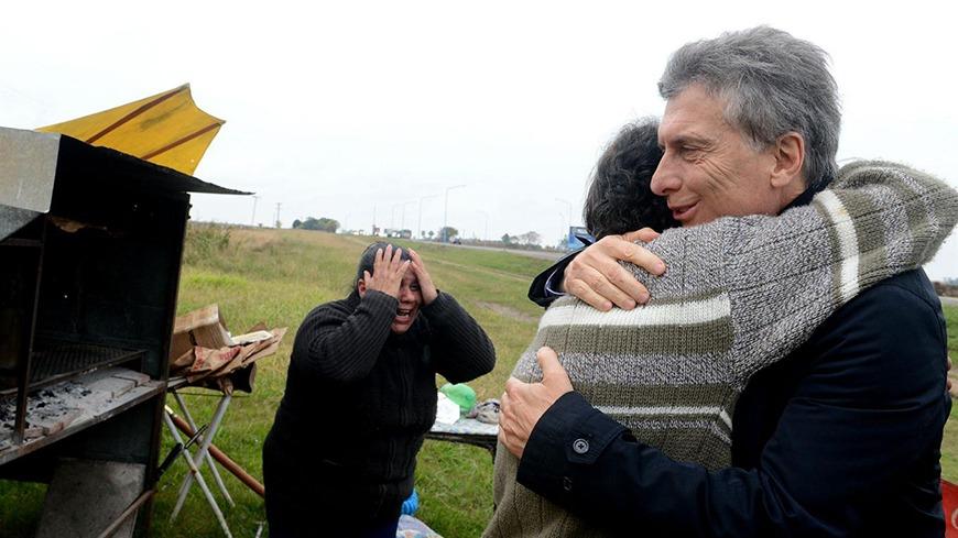 Santa Fe: Mauricio Macri visitó al vendedor de tortas fritas que le mandó 100 pesos para ayudar al Gobierno