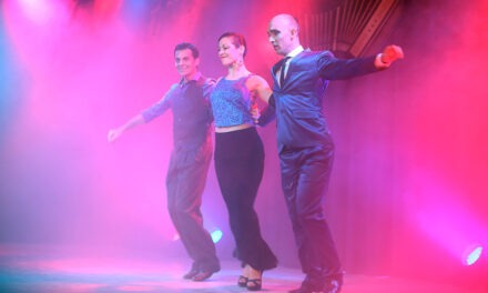 A sala llena, Hernán Casanova presentó un espectáculo de tango