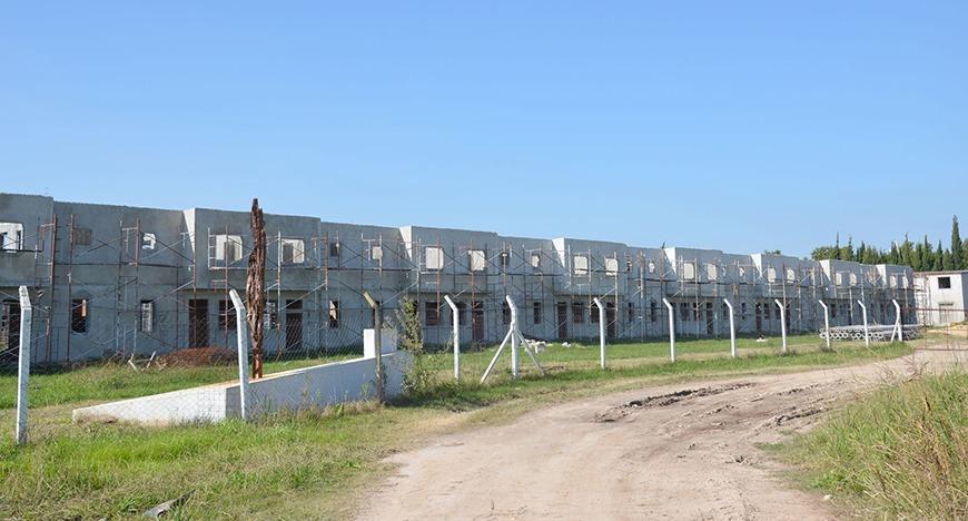 El Intendente decidió rescindir el contrato de la empresa constructora de las 104 viviendas de la UOM