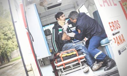 Joven  que viajaba en su moto resulta herido tras chocar contra una camioneta