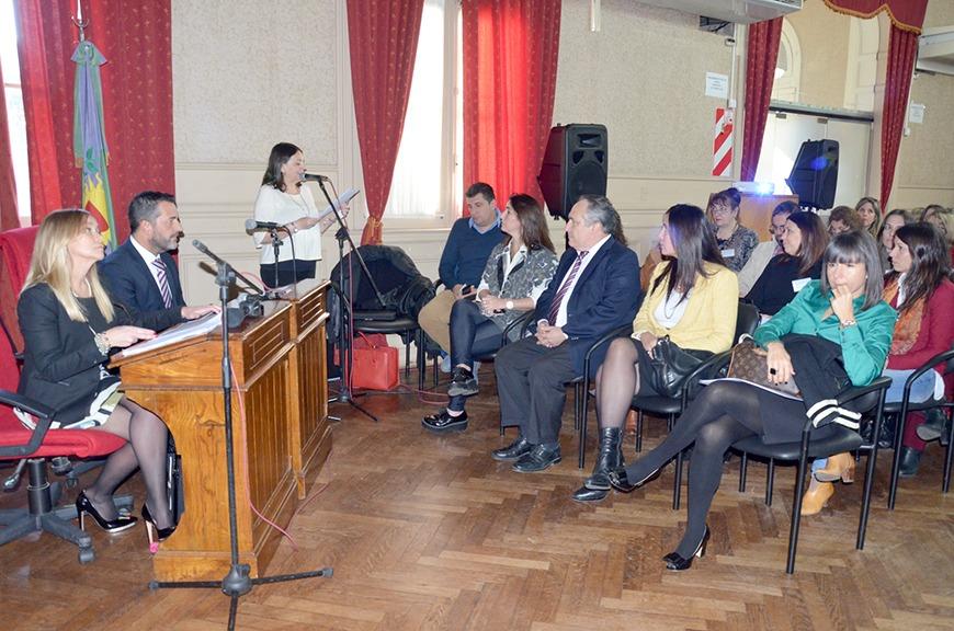 Participan representantes de ocho municipios con el objetivo de reforzar la visión de género en la administración de justicia y replicar la información en nuevos talleres y cursos. El encuentro finaliza este martes en el HCD.