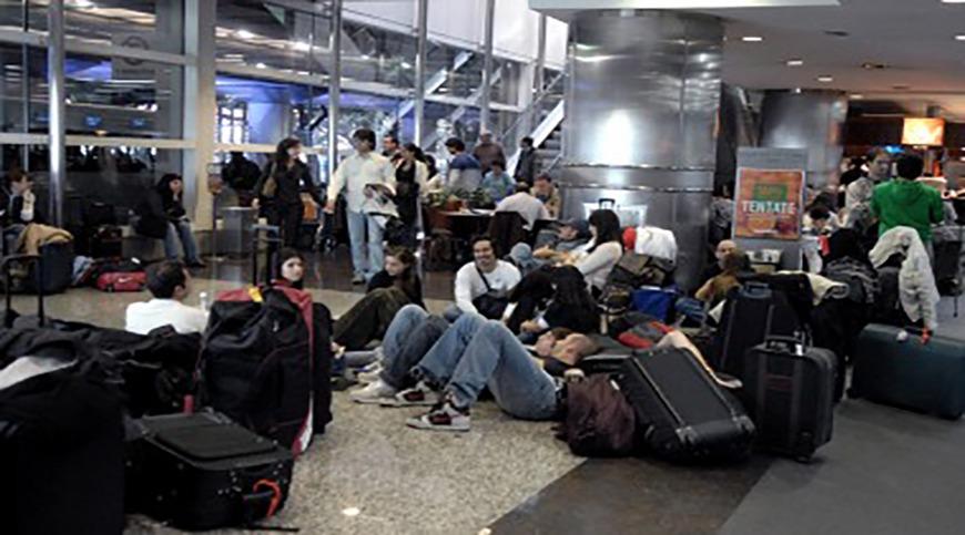 Demoras y cancelaciones de vuelos en todo el país por un paro de controladores aéreos