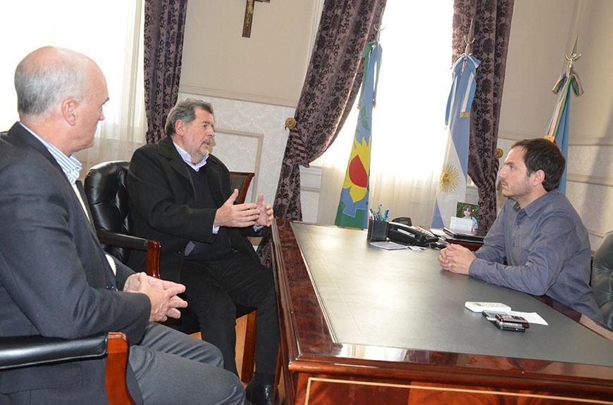 El intendente Abella recibió al ministro de Producción bonaerense