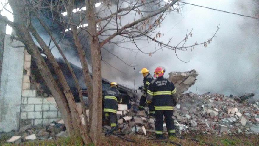 Voraz incendio en un taller Bomberos de Campana trabajo con la coolaboración de  bomberos de Zarate