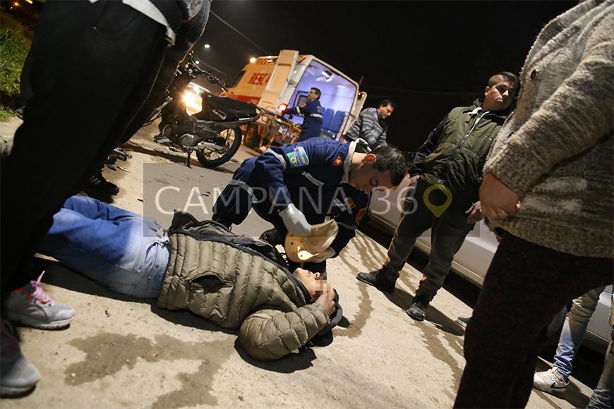 Dos menores heridos, tras el choque de un auto y una moto