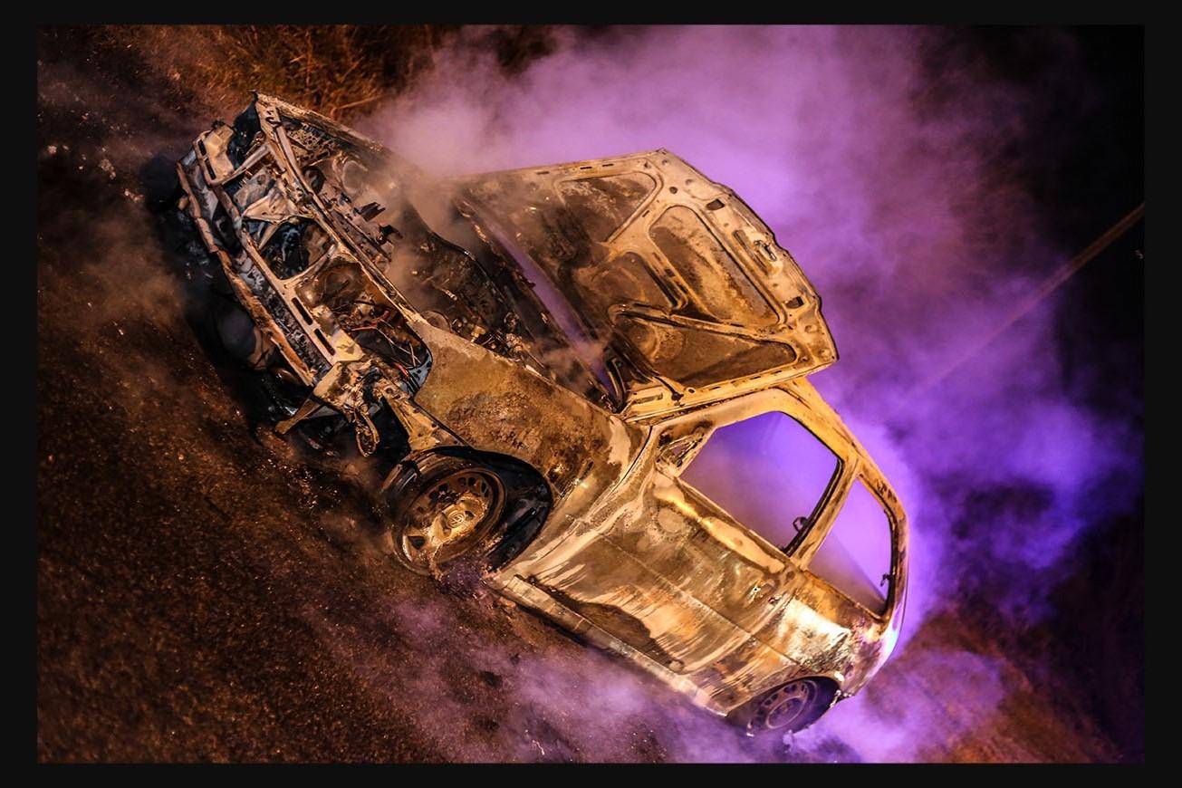 Voraz incendio destruye un auto en Ruta 9