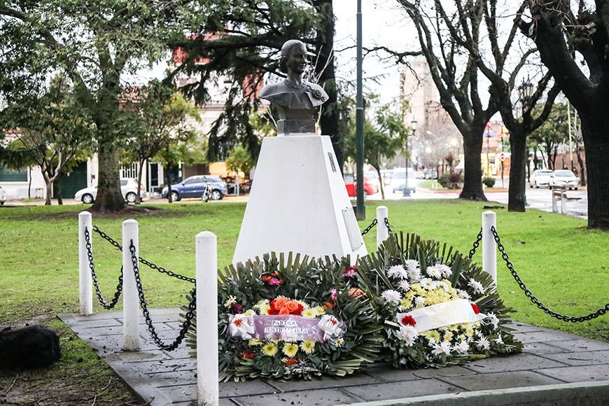 Acto de homenaje tras cumplirse 64 años de la muerte de Eva Duarte de Perón.