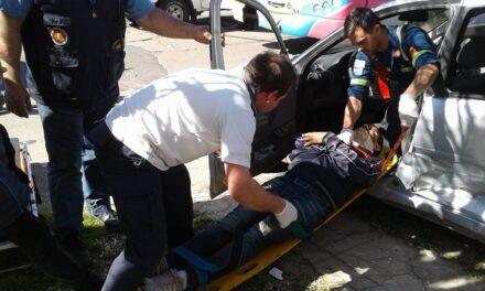Ahora!!! Colectivo de  empresa Chevallier impacta contra un Chevrolet Corsa su conductor resulta herido.Ampliaremos.