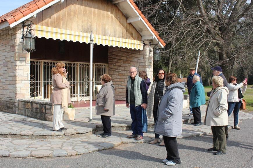 """Adultos mayores visitaron la quinta """"17 de Octubre"""" en San Vicente"""