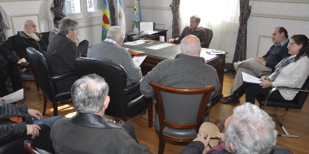 Abella se reunió con representantes de la industria y el comercio local