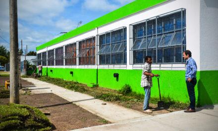 Ariel del Plata: se finalizó la reparación de las veredas de la Escuela N°22