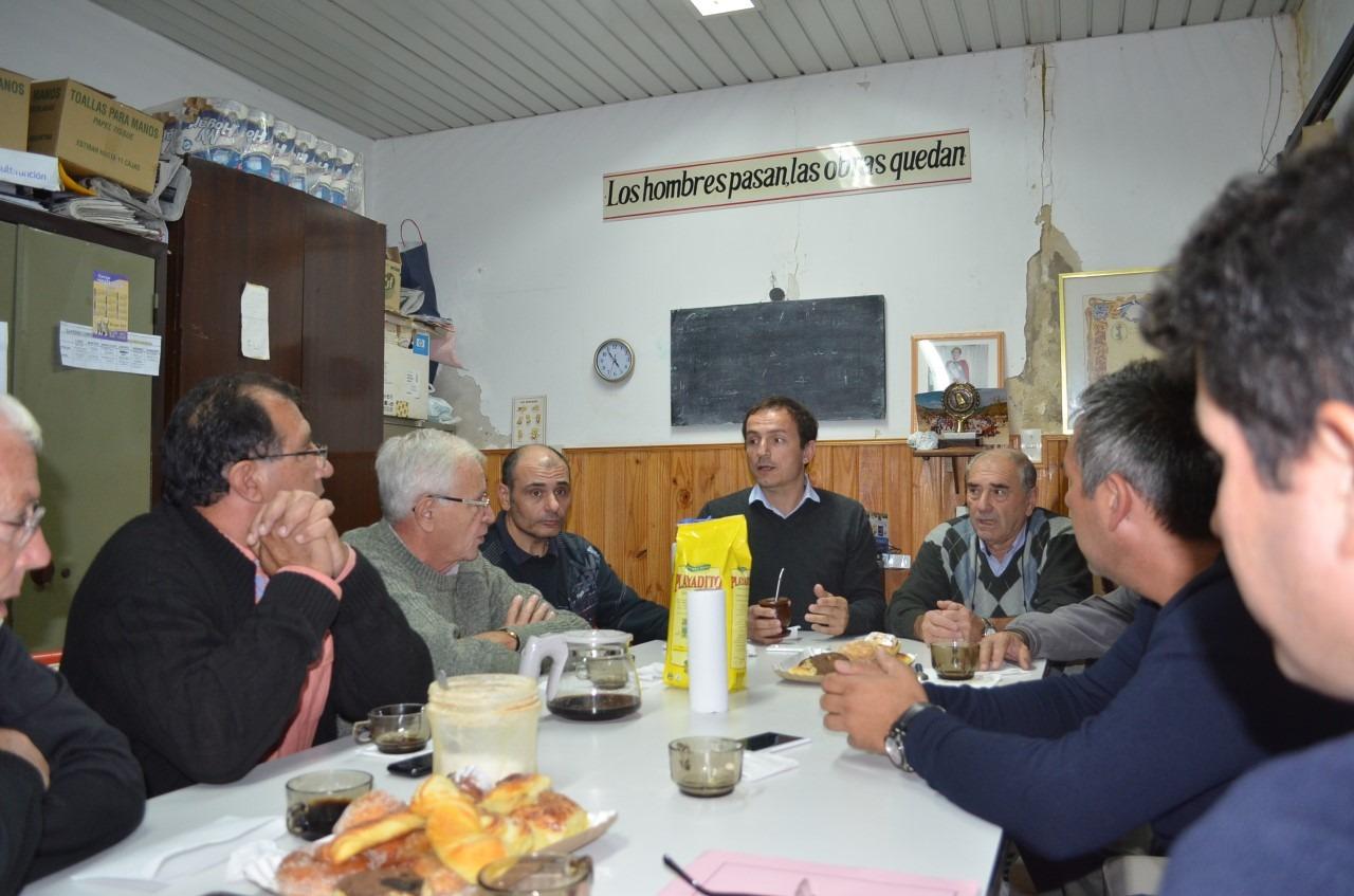 Abella visitó el centro de jubilados y pensionados de la calle Moreno