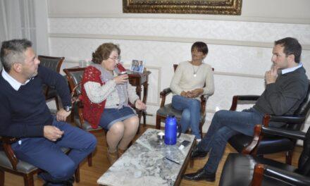 Abella se reunió con representantes de la sociedad de fomento de B° Del Pino