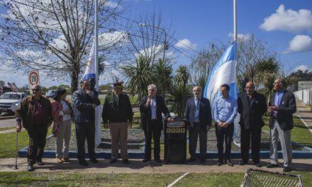 Abella participó del embanderamiento de la Plaza Uruguay