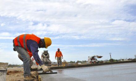 Avanza la construcción de la plaza en San Cayetano