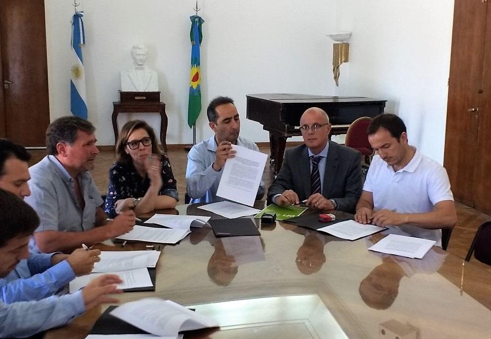 Abella firmó un convenio de transparencia ante la Oficina de Anticorrupción