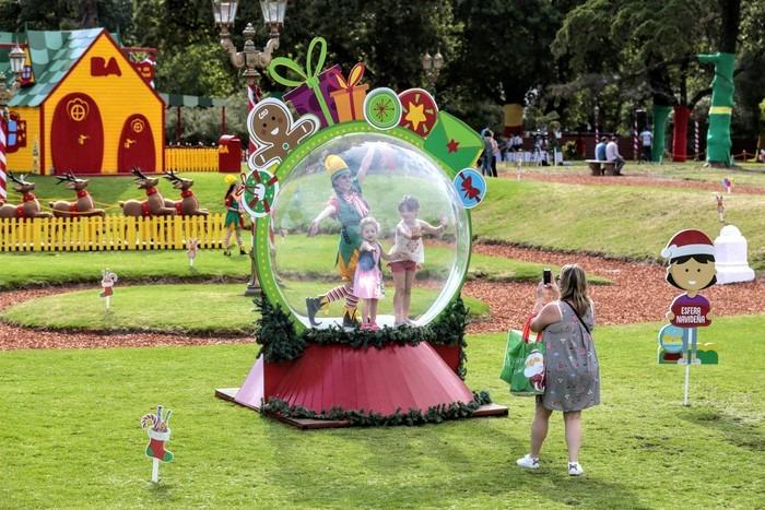 Adultos mayores con sus nietos podrán viajar gratis al Parque Navideño