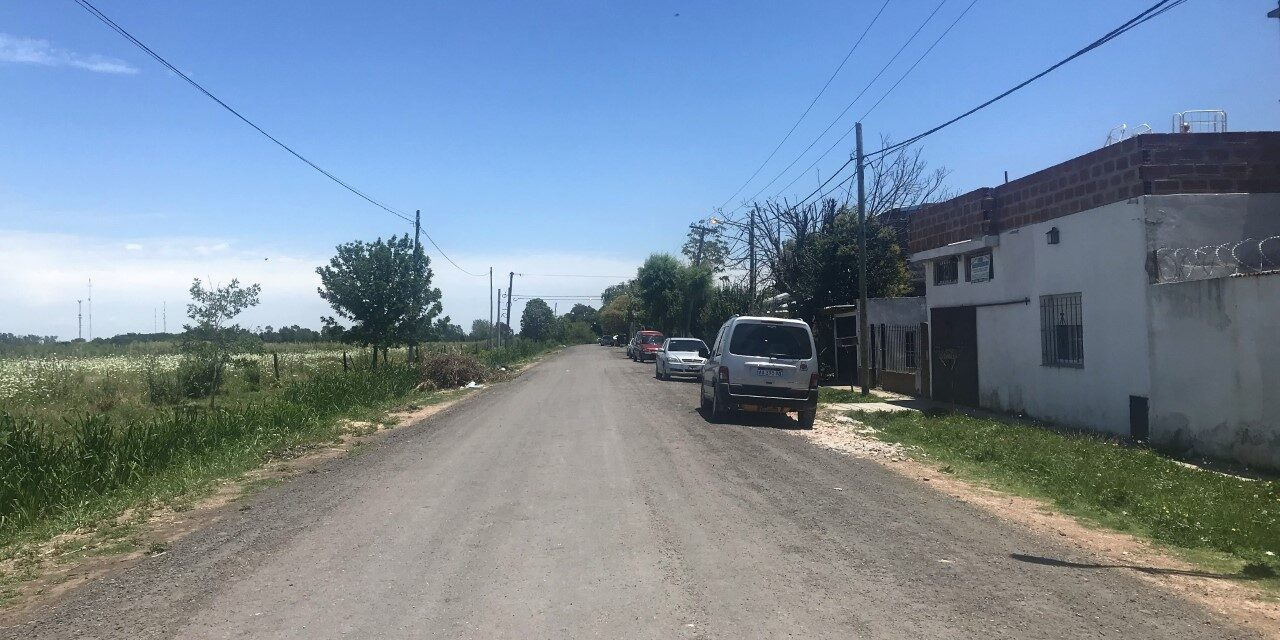 Abella recorrió Dallera y conversó con vecinos sobre la mejora de las calles