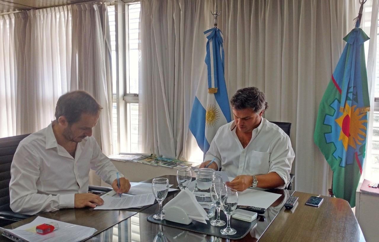 Abella firmó un convenio para iniciar el traspaso al Municipio del Servicio Alimentario Escolar