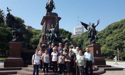 Adultos mayores participaron de un viaje recreativo en la Ciudad de Buenos Aires