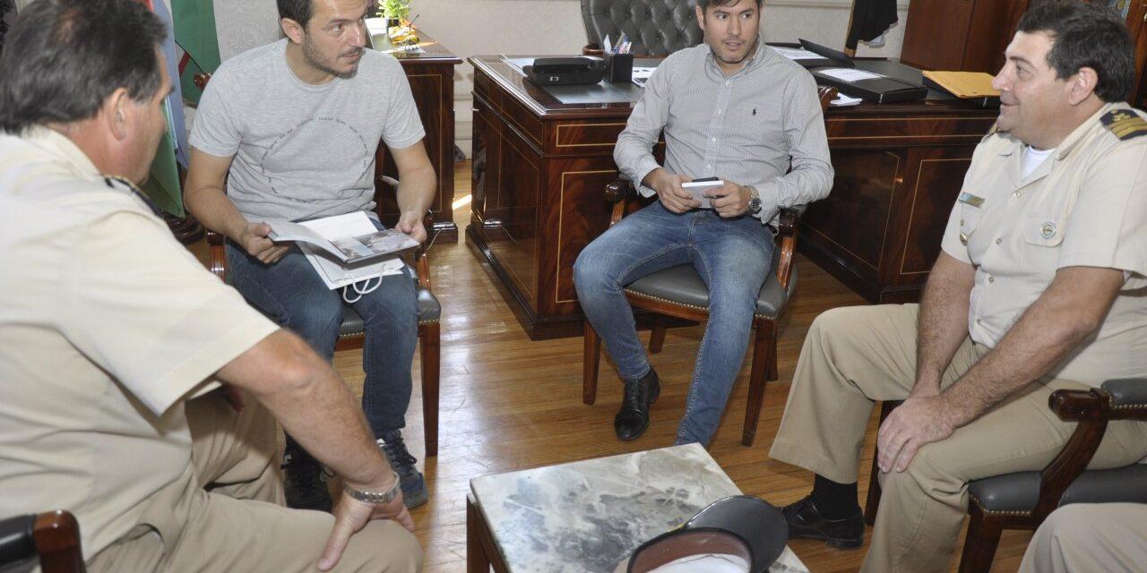 Abella y autoridades de Prefectura coordinaron trabajos para la comunidad