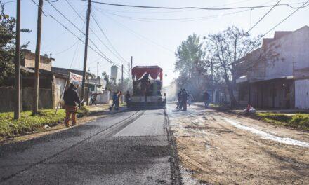 Abella recorrió Las Acacias donde comenzó una importante obra de asfalto