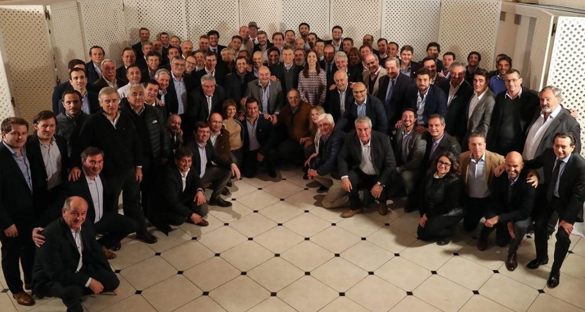 Abella participó de una reunión de intendentes con Macri y Vidal