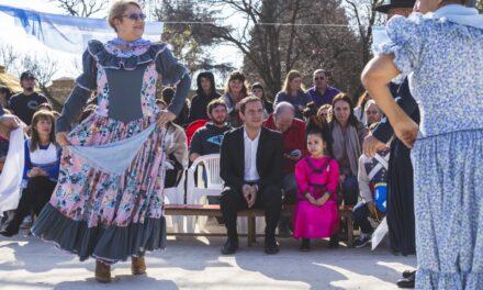 Abella participó del acto por la muerte de San Martín en la nueva plaza de Otamendi