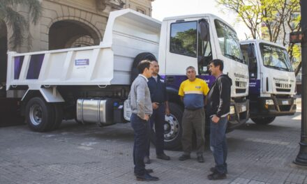 Abella presentó dos nuevos camiones para seguir mejorando los servicios a los vecinos