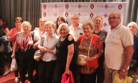 Adultos mayores disfrutaron de un espectáculo de tango