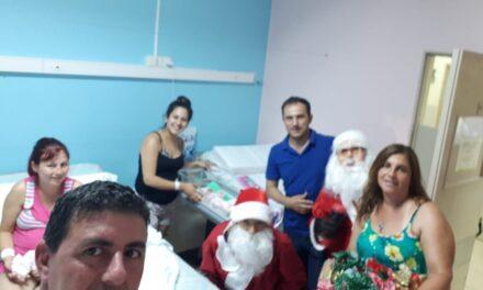 Abella visitó el hospital y entregó juguetes a los niños internados