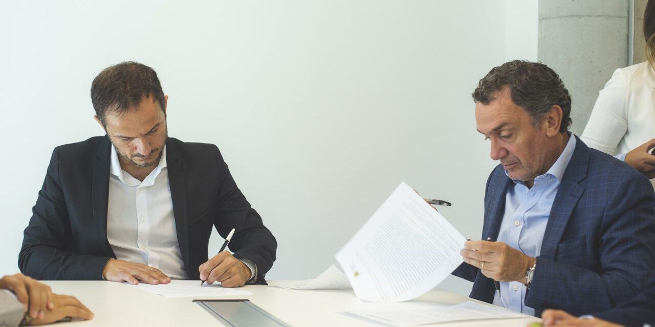 Abella firmó un convenio para la inclusión de las personas en conflicto con la ley penal