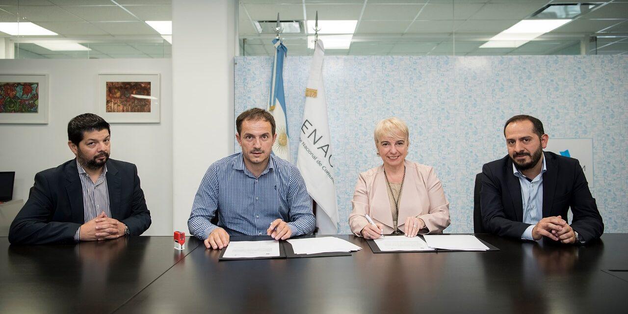 Abella firmó un importante acuerdo para que adultos mayores accedan a nuevas tecnologías