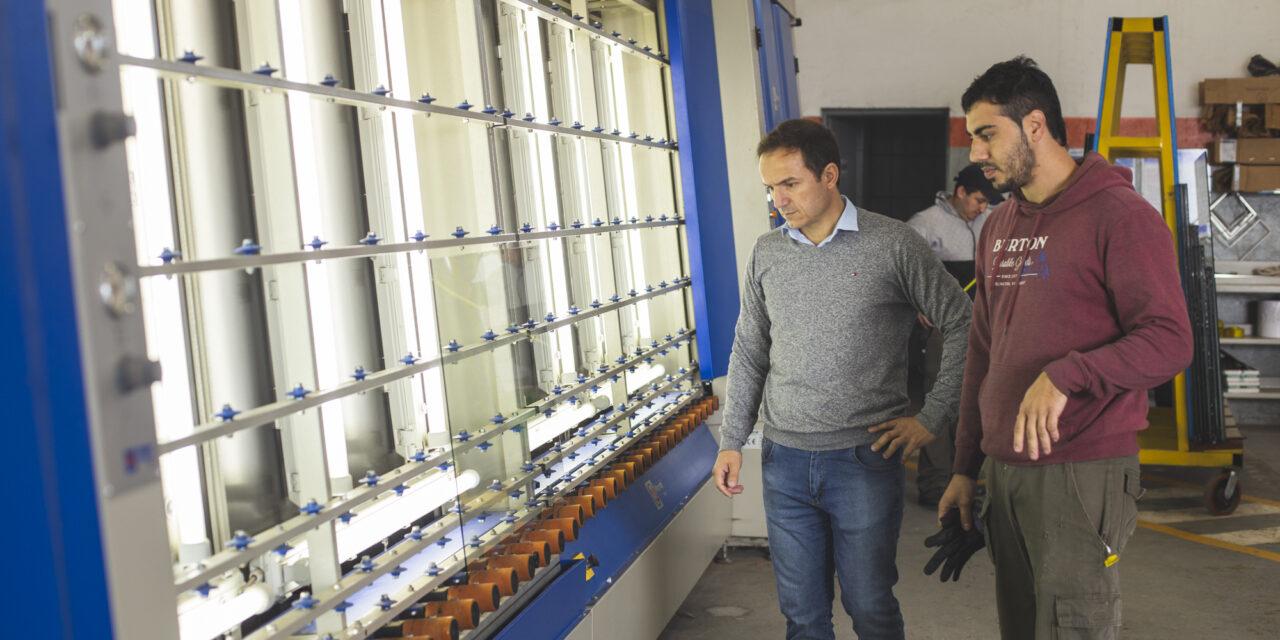 Abella visitó la empresa DIFITEC