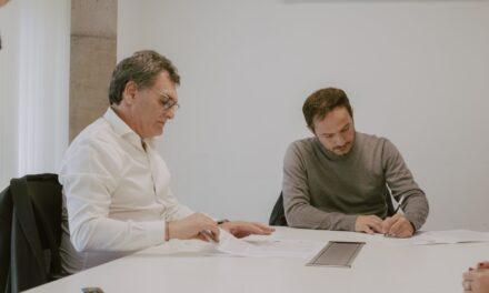 Abella firmó un importante convenio para que vecinos accedan a cursos de oficios