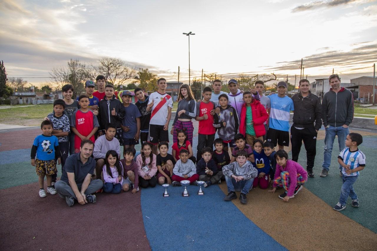 Abella visitó la Escuela Municipal de Iniciación Deportiva del barrio Lubo