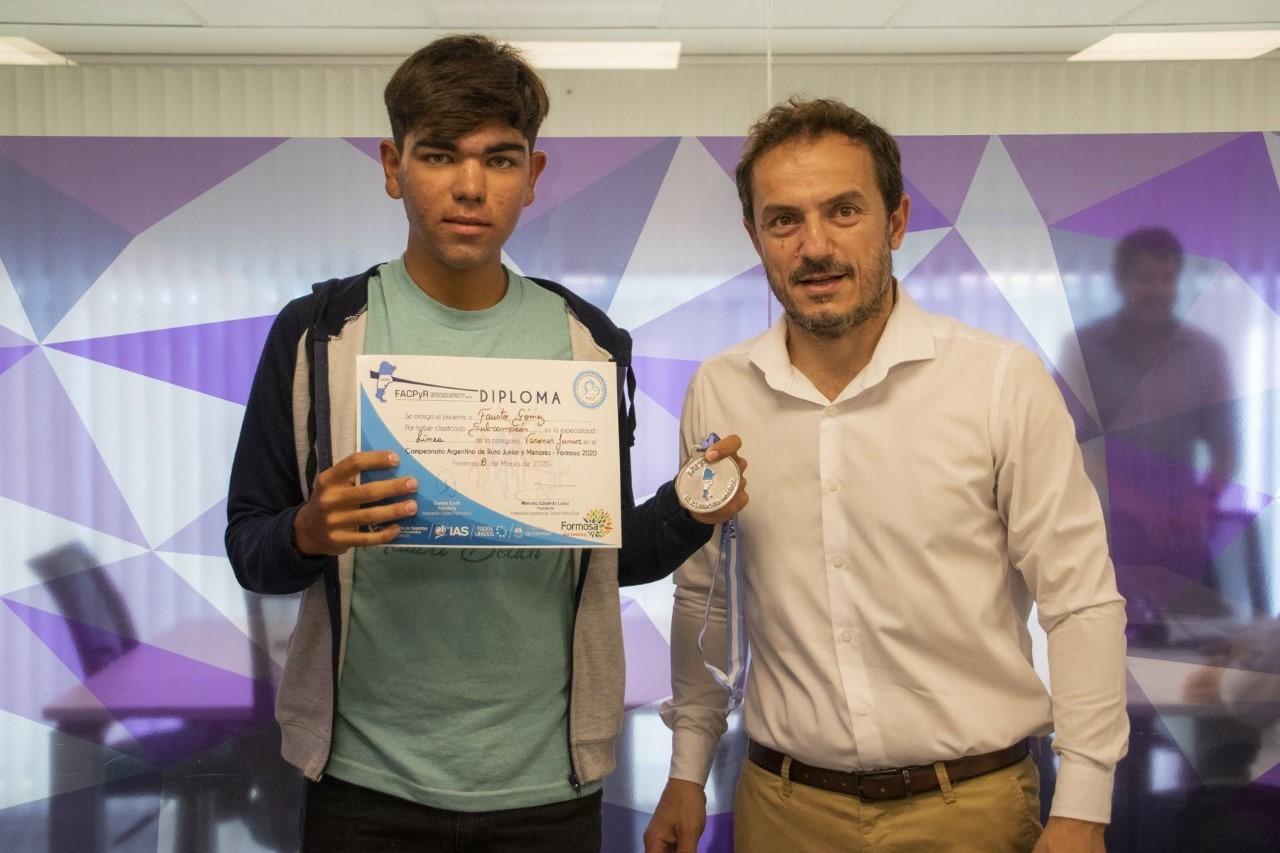 Abella felicitó al joven ciclista que se consagró subcampeón argentino junior de Ciclismo