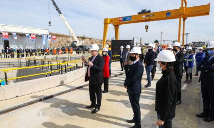 El Presidente encabezó la bajada de una tunelera que dará agua potable a 2,5 millones de vecinos del sur del Gran Buenos Aires