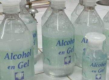 Desde esta mañana y hasta el viernes, CUCEI entregará alcohol en gel a sus asociados