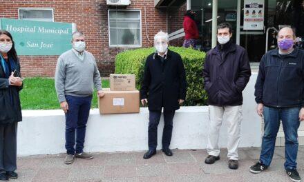 Productores forestales realizaron una donación de insumos al hospital San José