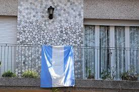 Por la Semana de Mayo, invitan a embanderar los edificios y casas de la ciudad