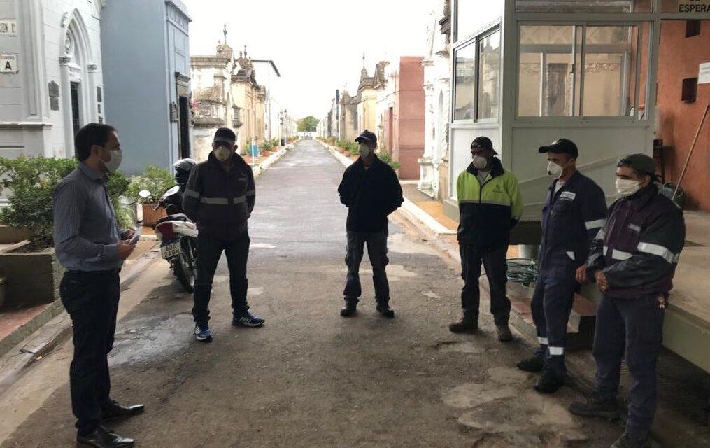 Abella reconoció la labor de los trabajadores del cementerio en medio de la pandemia