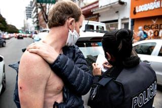 Un hombre recibió un disparo en el hombro durante las protestas por Vicentin, a pocos metros de la Quinta Presidencial