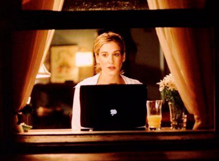 Las 9 claves para vestirse y hacer home office según Carrie Bradshaw de Sex and the City
