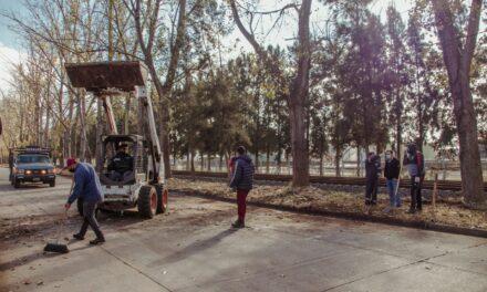 Continúan los trabajos de limpieza integral sobre la calle Yrigoyen
