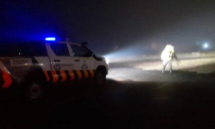 Un camión con soja perdió su carga y Defensa Civil realizó un importante operativo