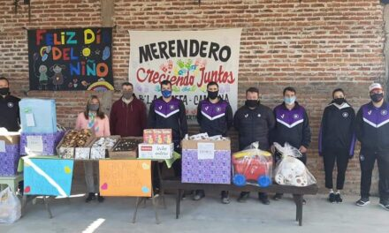 El SELECCIONADO DE FUTBOL CIUDAD DE CAMPANA, se hizo presente en diferentes puntos de la Ciudad en el marco de los festejos de dia del niño.