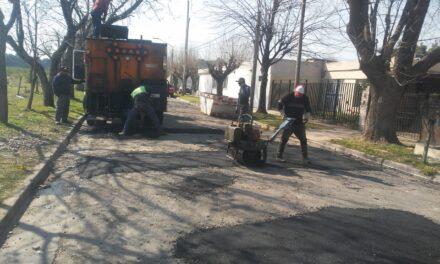 El Municipio realiza trabajos de bacheo en Ariel del Plata